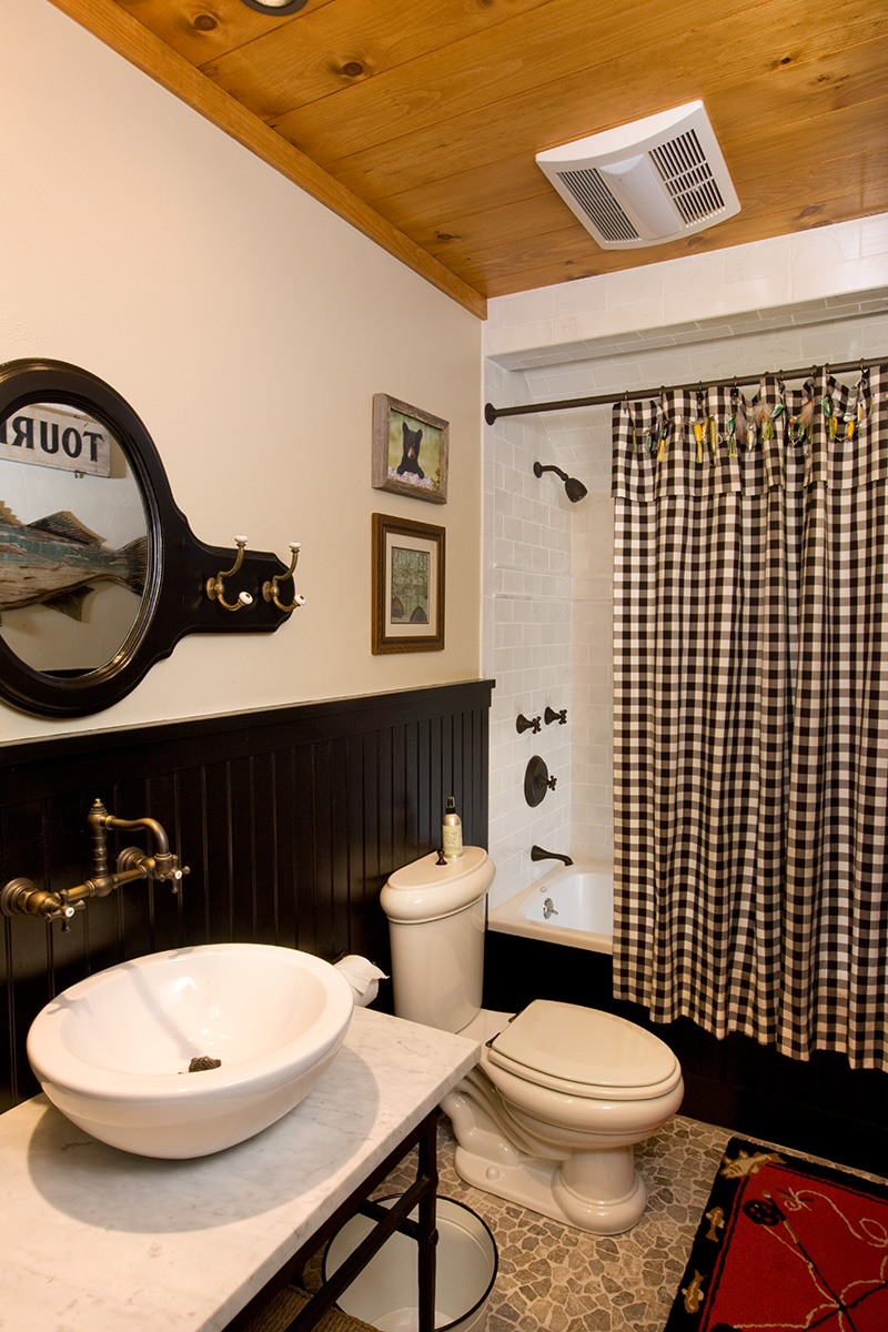 Family Barn Bathroom